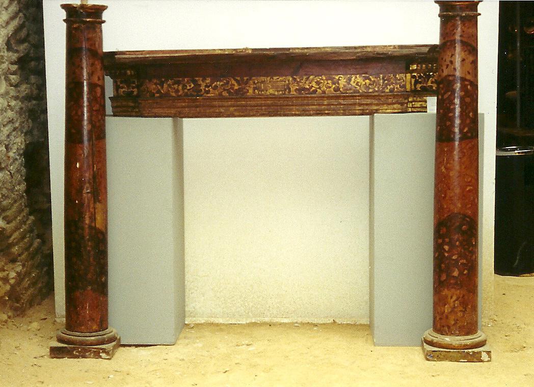 Dintel con columnas en madera policromada y dorada del - Dintel de madera ...